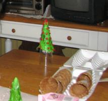 The sugar cones fit nicely over a small glass to make decorating easier.